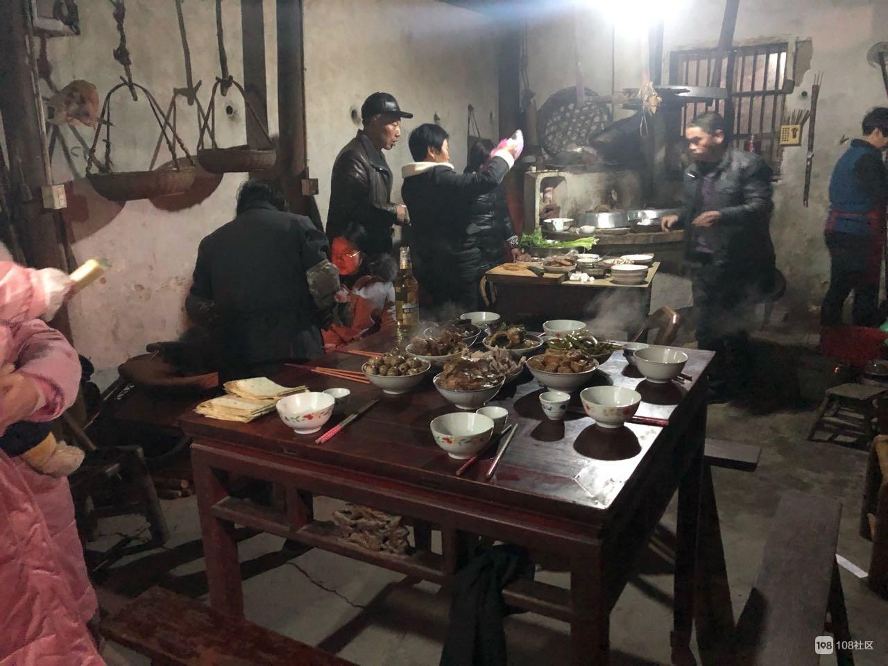 嵊州囊的年味!全家都回小山村过年,一起烤火聊天吃瓜子