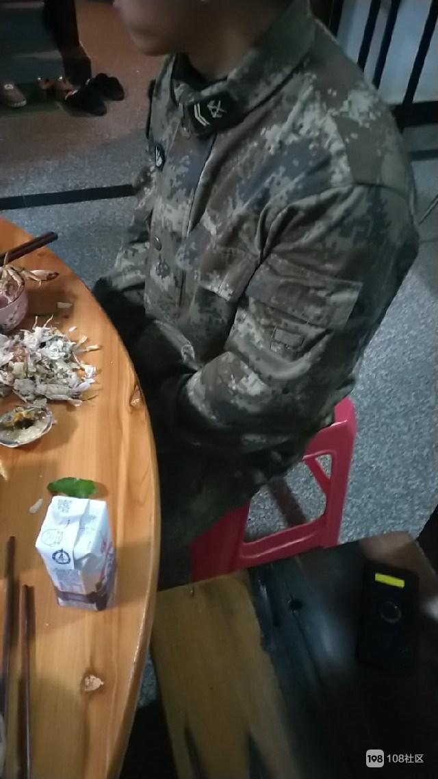 一家人齐了!兄弟当兵十年,头一次回家吃上口团圆饭