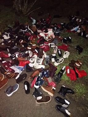 在定海六中旁发现一百来双新童鞋  感觉事情有点蹊跷...