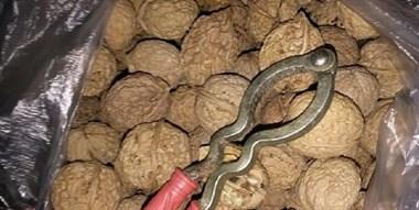 """在街上买了5斤""""脆皮核桃"""",回家一看变成了""""脆皮石头""""!"""