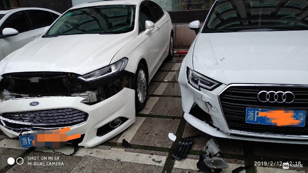 """海宁某停车场一货车大玩""""漂移"""",福特奥迪被撞坏损失惨重!"""