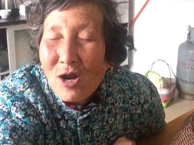 情人节红包重要吗?舟山老奶奶实力演绎讨红包 惹大家发笑!