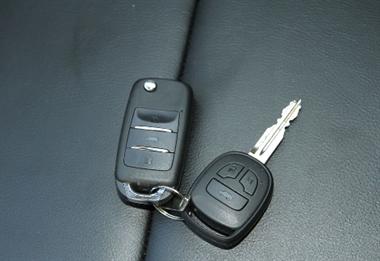 车钥匙丢了却意外收到纸条!结果一聊天人都要气炸了…