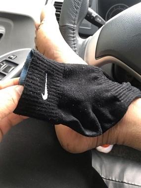 穿着39元的耐克袜子,却总害我丢人!每次脱掉都这样