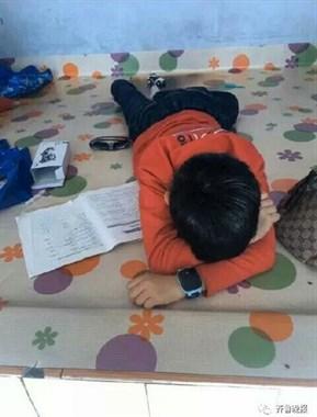 【不看不睡觉】最惨小学生!作业写完字没了…