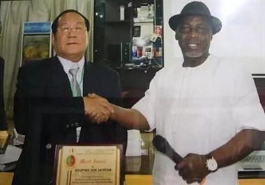 """闯荡非洲30年,这位舟山人被尼日利亚政府封为""""华人酋长"""""""