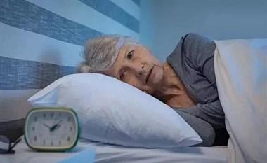 """肝不好的人,睡觉时,有这4种迹象,占1个,说明你""""肝功""""很差!"""