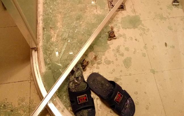 睡觉突然感觉天塌了!一声巨响,浴室这东西炸成碎末