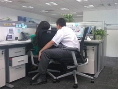 太无语了,认真辛苦干活,抵不上新来的女生和老板暧昧!
