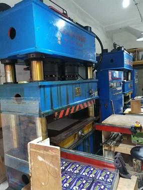【转卖】两台350吨液压机深压纹机转让