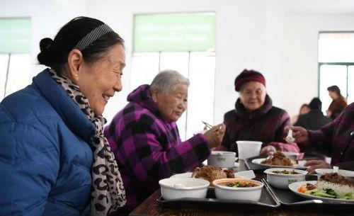 """2.5亿人养老,如何定制我们的""""中国模式""""?"""