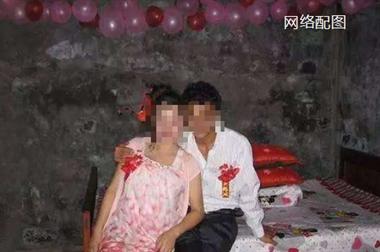 嫁给2婚男人认亲都省了,舍不得花钱还让儿子穿继女的旧衣服!