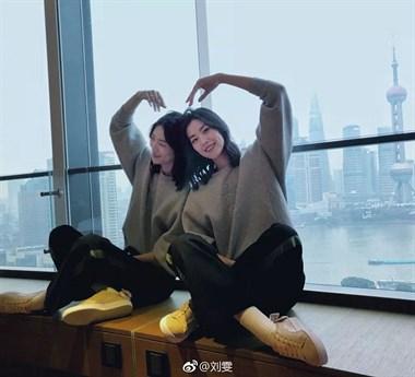 时尚丨2019开春你穿卫衣+阔腿裤=舒适又时髦!