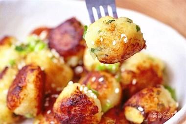 土豆又出新做法,够香!够糯!好吃哭!