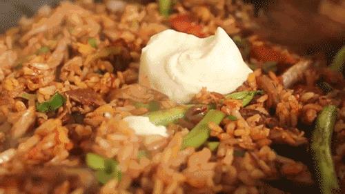 剩米饭别再用蛋炒了,这样做一口气能吃十碗 !