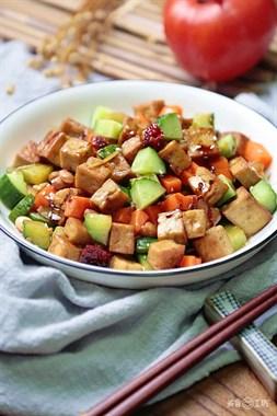 这块豆腐,做着简单吃着开胃,美味绝不输给鸡丁!