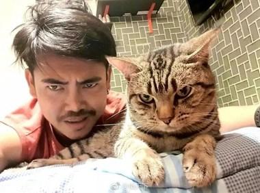 """""""当我睡着后,我家猫想要谋杀我。"""""""