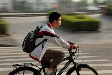 丢人!诸暨这对父母因为儿子想要自行车,竟做出这种事
