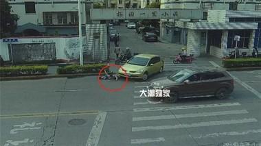 海宁力量!一女子被卷入轿车车底,接下来这一幕感动全城!