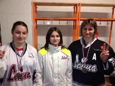 母女同在国家队为学球路费众筹 这位45岁冰球妈妈说:我还年轻