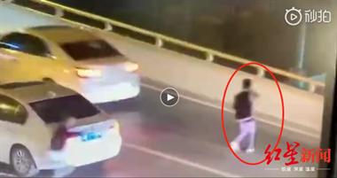 痛心!17岁男生因与母亲发生口角跳桥身亡, 母亲跪地痛哭