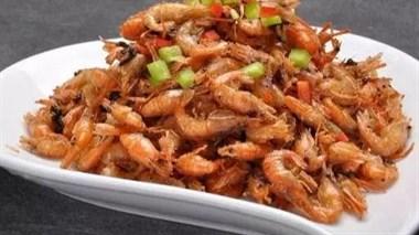 小河虾别再白水煮着吃了,这样做,钙不流失,外酥里嫩,不吐壳