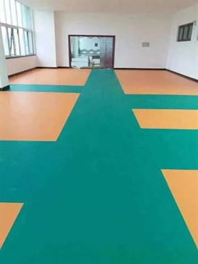 """家里别在装地板瓷砖了!聪明人都用""""弹性地板""""了,太优越!"""
