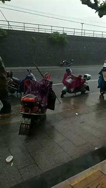 雷电黄色预警!嵊州西部出现雷阵雨,8级大风和雷雨即将来袭