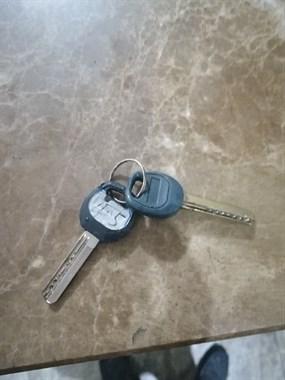 谁在不见不散丟了钥匙??,请去前台认领。应该是个男士丟的
