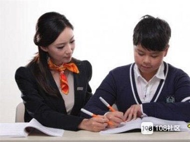 小,初,高全科辅导,免费体验7次课,还送书包或水彩笔。
