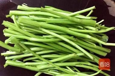 """它是蔬菜中""""绿色精灵"""",钙是西红柿12倍,常吃口气清新无异味"""