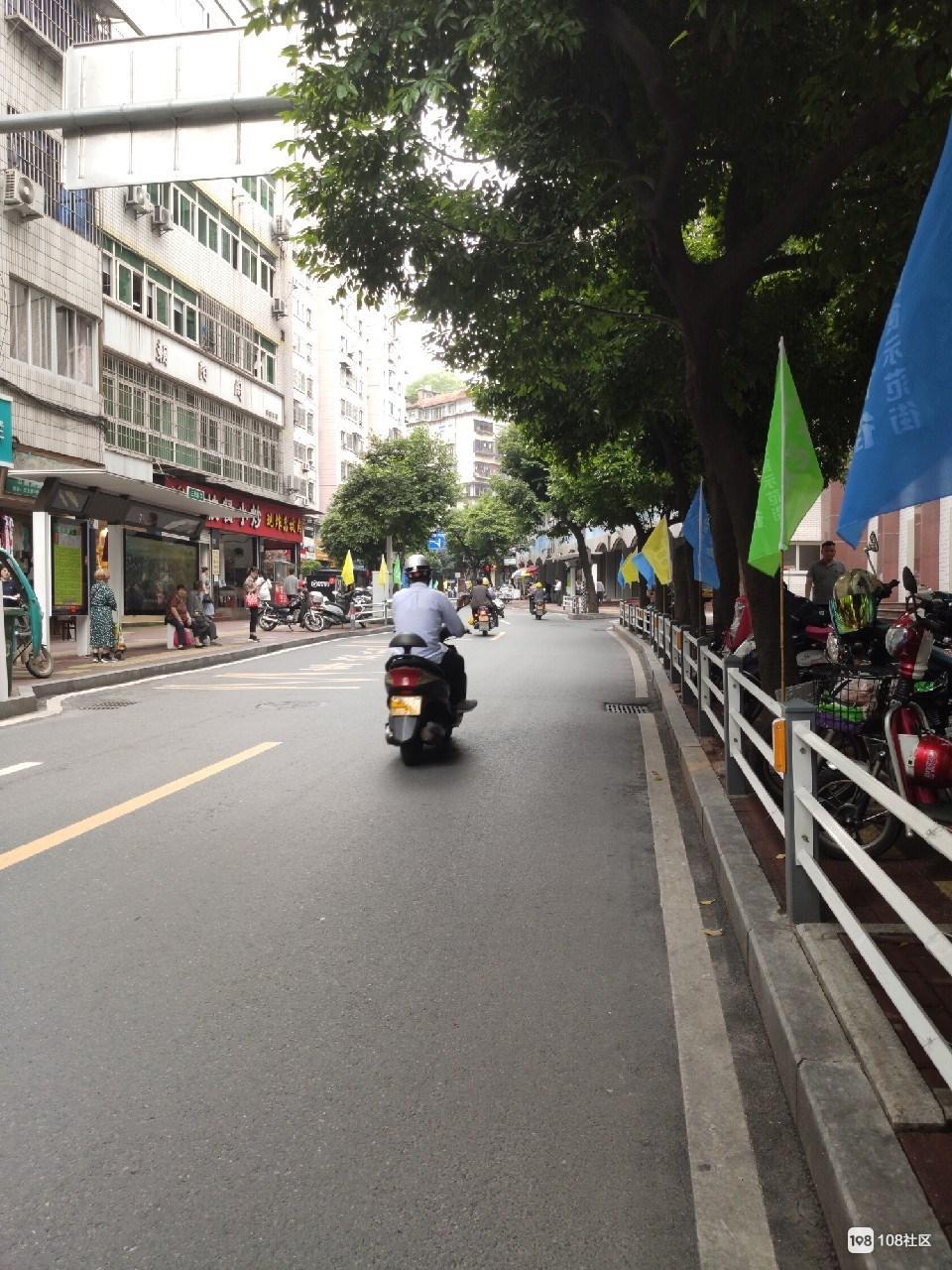 够震撼!南平今天搞大动作,整条街都被彩旗包围了