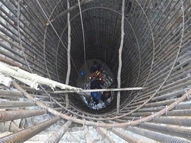 紧急救援!新城一男子失足跌落8.9米深坑
