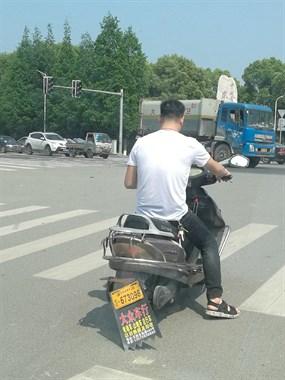 骑电动车不戴头盔还是比较多的