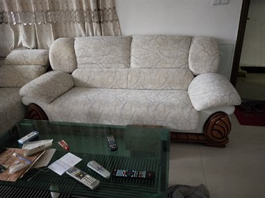 【转卖】 收售酒楼办公设备,家私用品。桌椅等