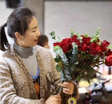 杭州花艺学校学员真实案例之开花店永远不会太晚