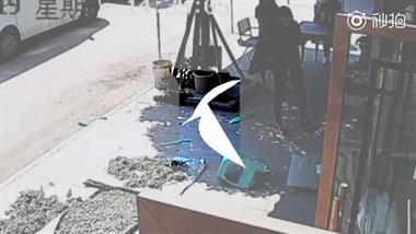 男子砸店铺大闹派出所,致民警受伤!起因竟是为了3块钱
