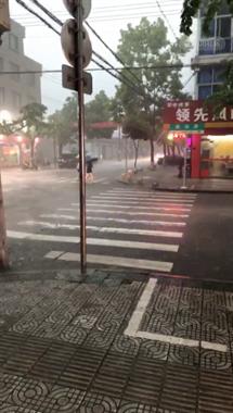 最新!温岭气象台发布8级雷雨大风黄色预警!赶紧回家…