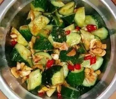 """怎么做""""凉拌黄瓜""""才好吃?拍黄瓜还是油泼黄瓜?两种做法都有!"""