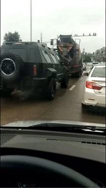 """温岭街头惊现豪车中的""""战斗车""""!与军用装甲车媲美也不输"""
