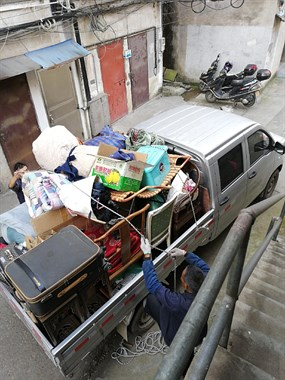 小货车搬家,拉货