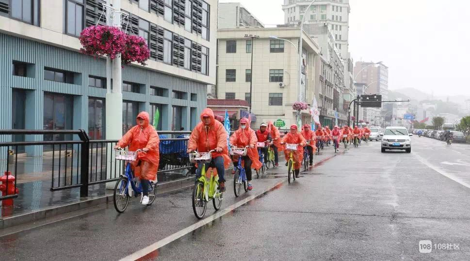 沈家门新居民助力扫黑除恶工作  环保自行车骑起来!