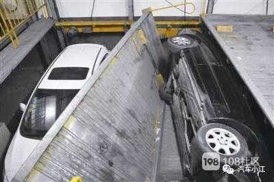 临城一女子在车里发呆 不料立体车库突然升起...