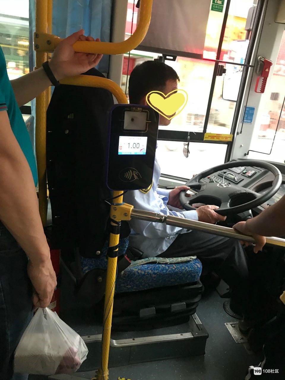 7路公交师傅花几十秒感动了我,可他曾被曝有这问题