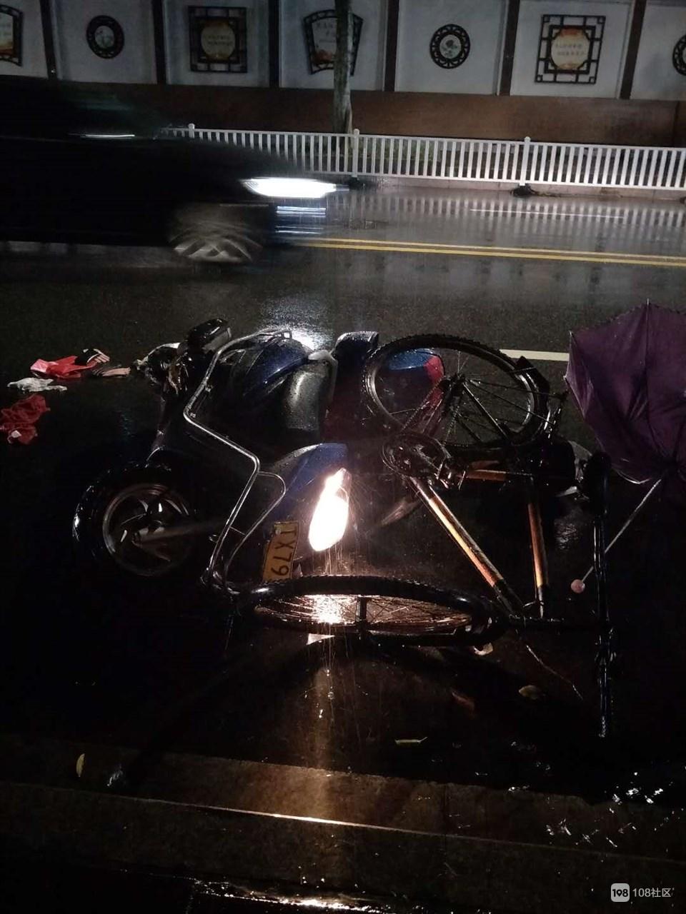江滨路摩托女司机撞倒醉酒逆行小哥,俩人均被紧急送医