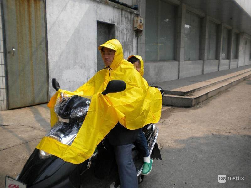 德清人一件雨衣感化小偷,拿走又送回!该给他点赞?