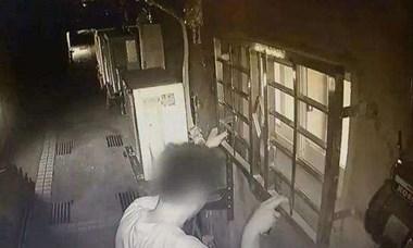 警惕!海宁某小区惊现变态男,多次趴在窗边偷看女人洗澡!