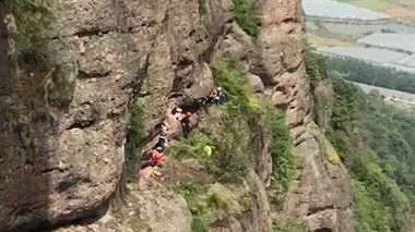 真是蜘蛛侠?诸暨一女子从180米悬崖落下,一点没受伤!