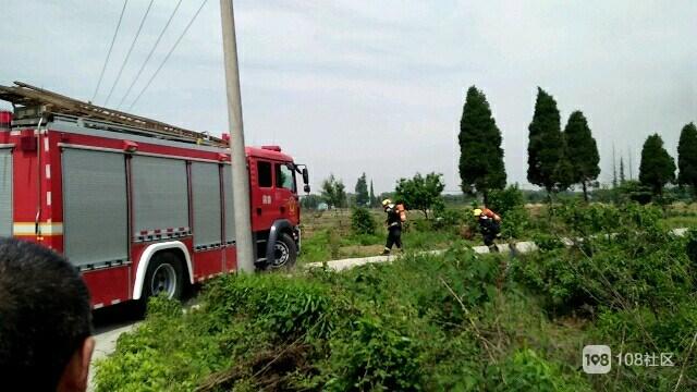 惊!干山一民房煤气灶着火黑烟冲天,2辆消防车赶赴现场