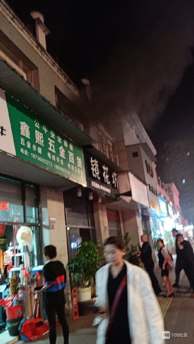 刚刚!江南某店铺发生火灾,现场浓烟滚滚119已赶到